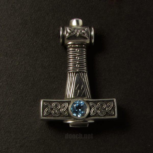 Молот Тора с камнями Мьёльнир